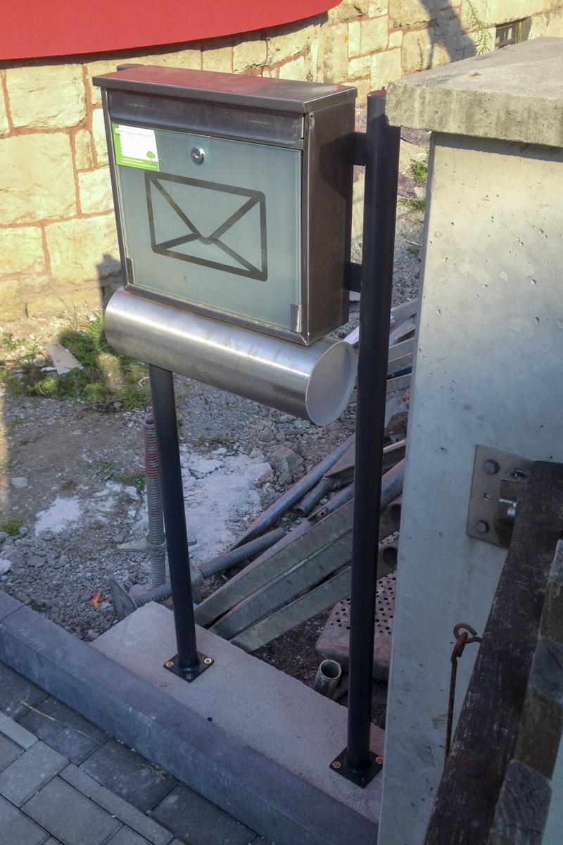 Metall Sonderanfertigung Briefkastenhalterung Stahl verzinkt pulverbeschichtet
