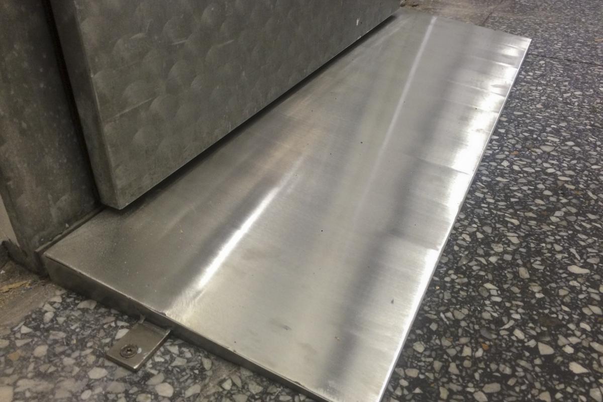 Metall Sonderanfertigung Einfahrtsrampe Edelstahl