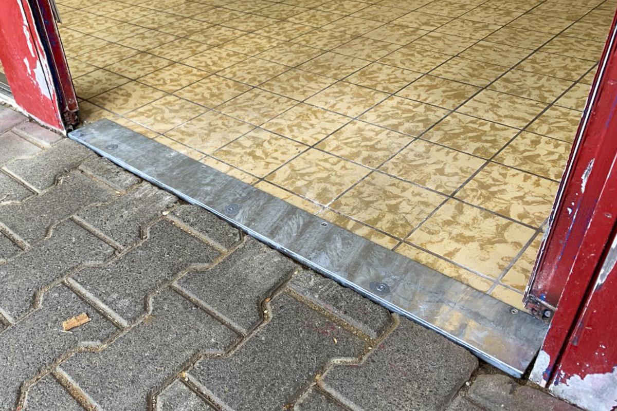 Metall Sonderanfertigung Überfahrschiene verzinktes Flachmaterial
