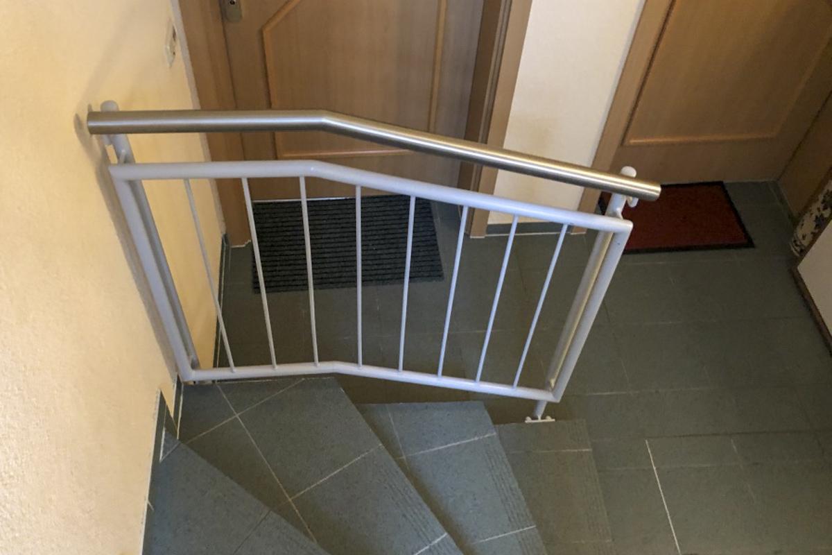 Metallgeländer Treppengeländer mit senkrechten Stäben