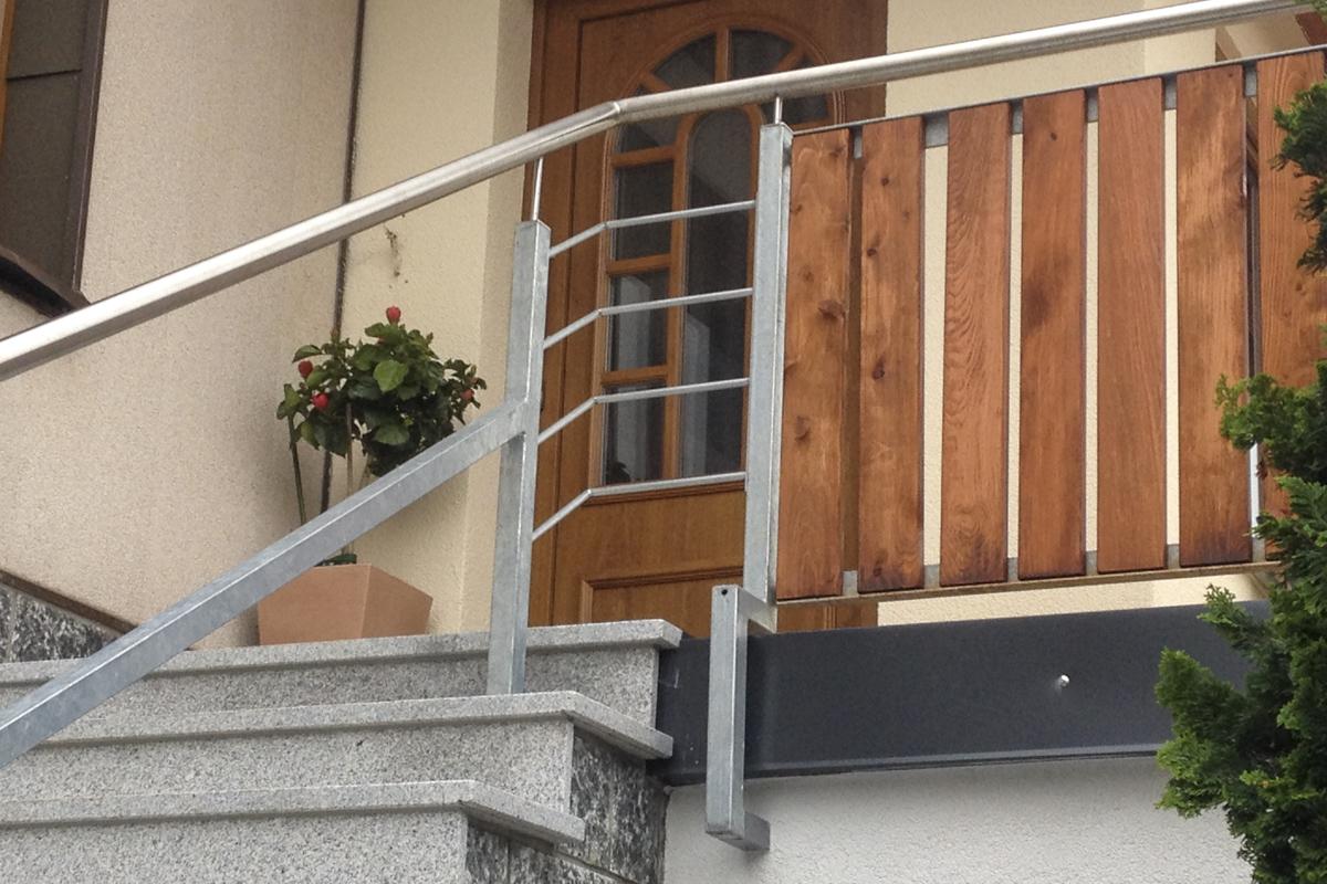 Metallgeländer verzinktes Geländer Holzelementefüllung 12mm Rundstahl