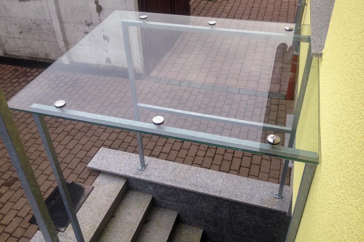Metallvordach Glasvordach verzinkter Rahmen