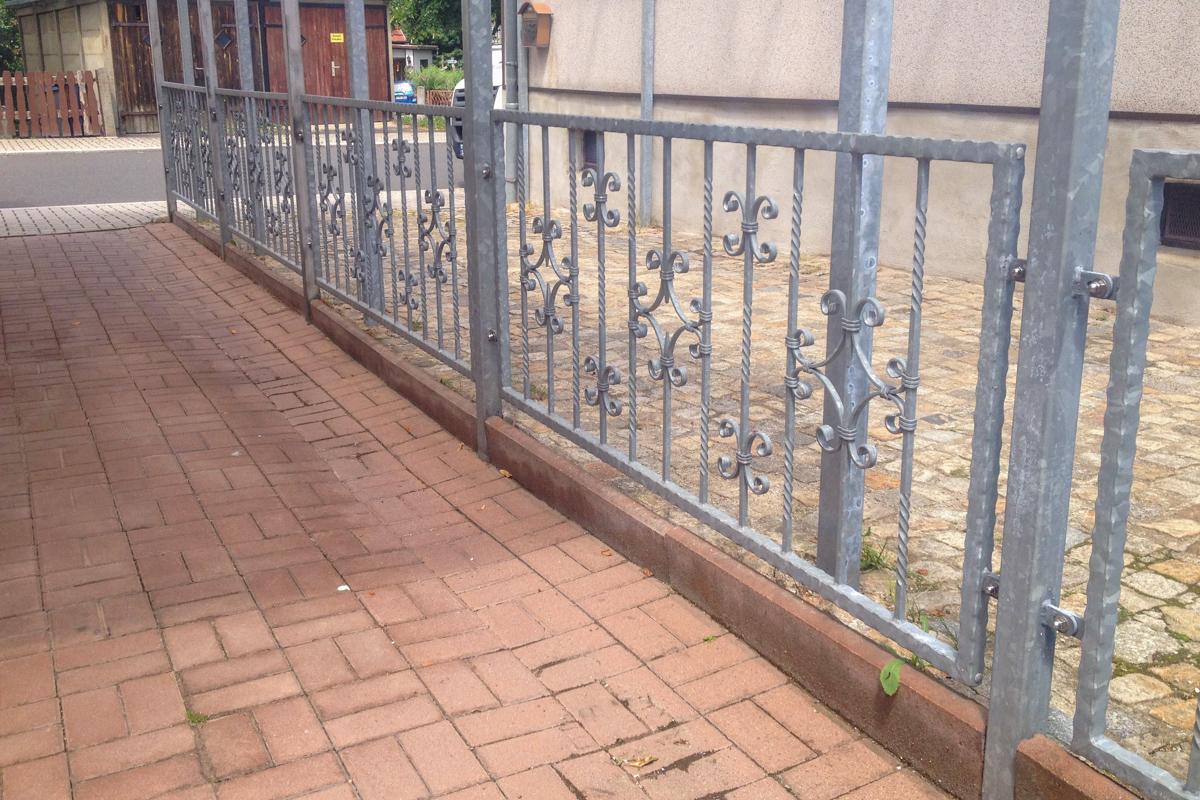 Metallzäune schmiedeeiserner Zaun C-Schürkel Zierstäbe kanntengehämmerter Rahmen